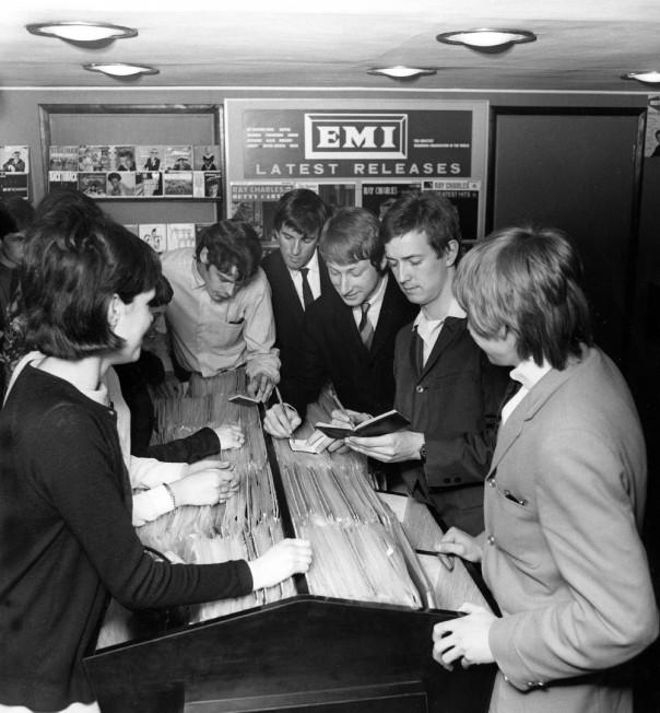 Yardbirds numa loja de discos em Londres
